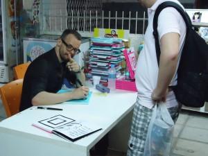 sessao_de_autografos_com_quintanilha_para_internet_01
